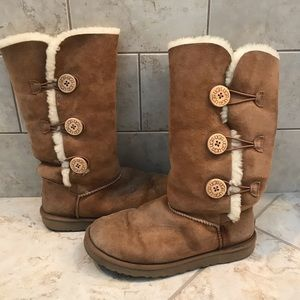 UGG Bailey Button Boot (size 9)